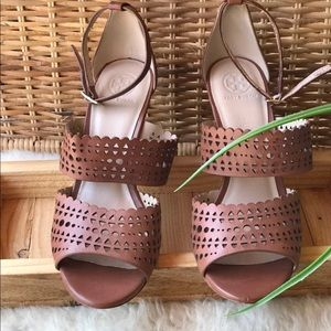 🍂🍁Tory Burch Sandals Size 9 new🍂🍁